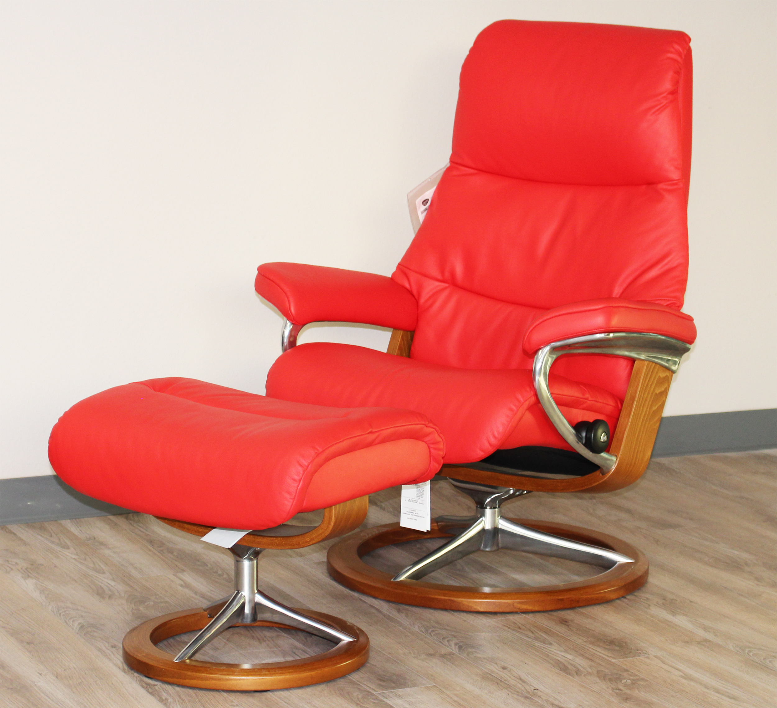 Stressless view signature base medium paloma tomato red for Stressless chair