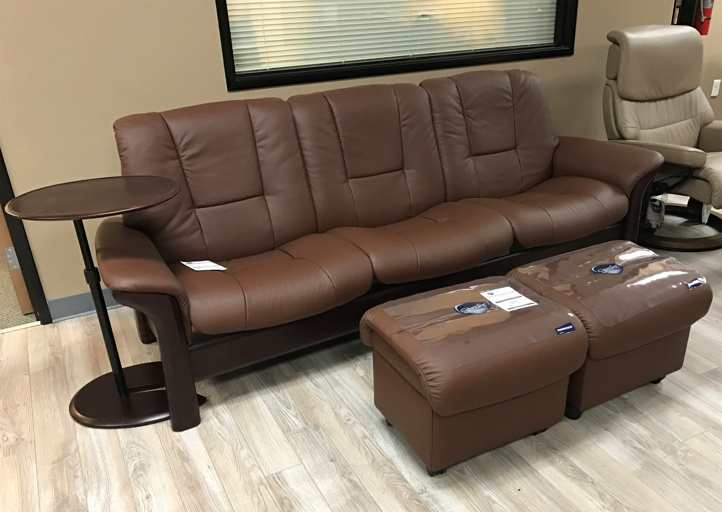 ekornes stressless medium soft ottoman large ottomans and tables double ottoman soft ottoman. Black Bedroom Furniture Sets. Home Design Ideas