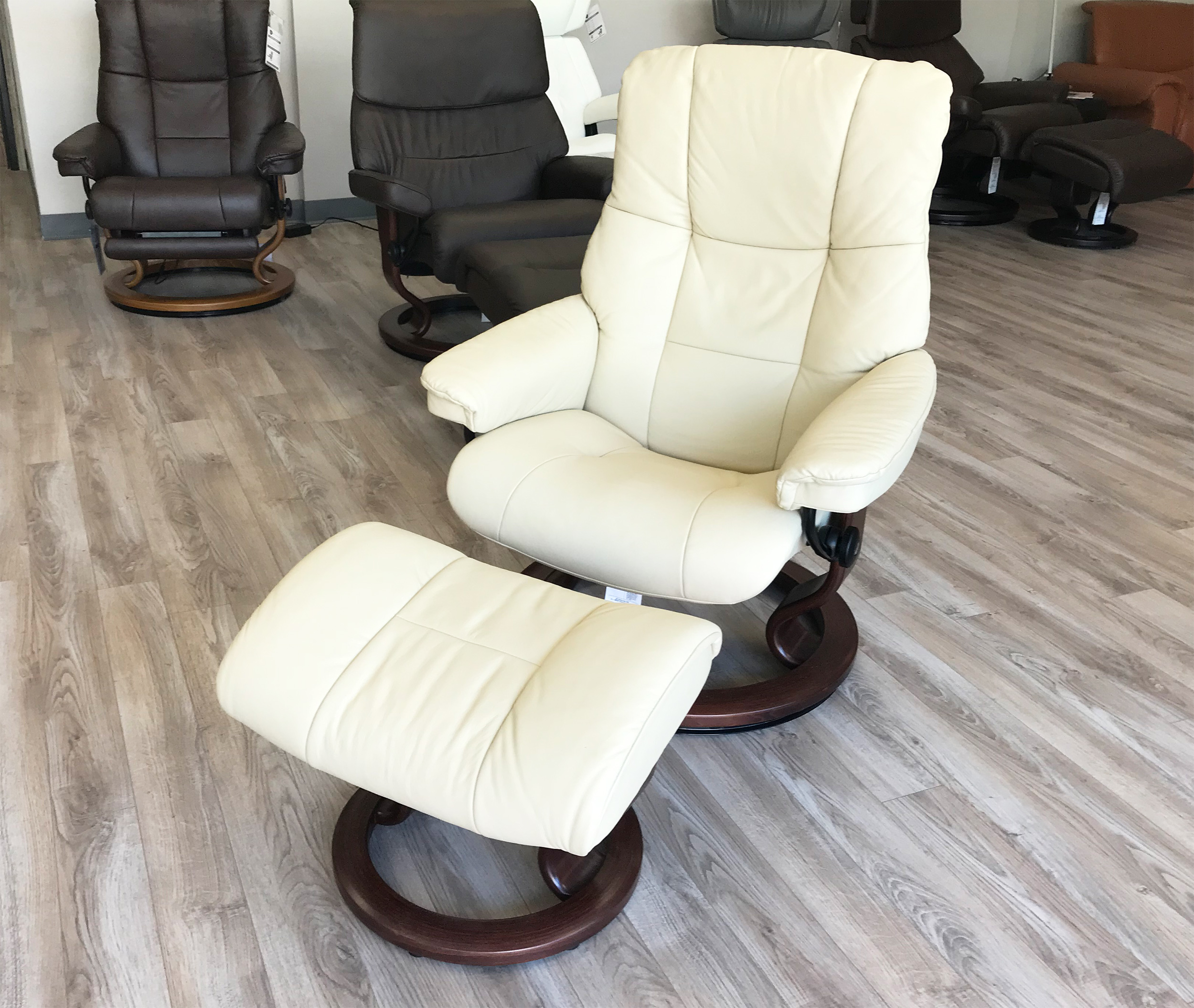 Pleasant Stressless Chelsea Small Mayfair Paloma Kitt Leather Recliner Chair And Ottoman By Ekornes Pdpeps Interior Chair Design Pdpepsorg