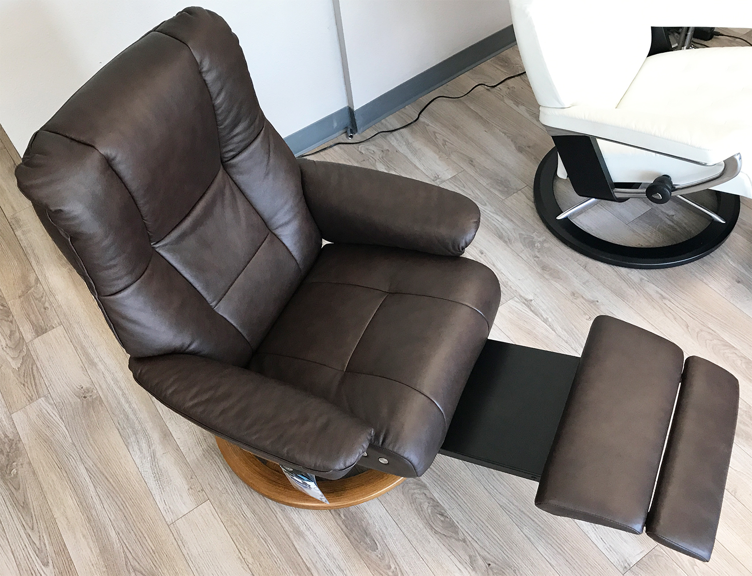 Gentil Stressless Mayfair Leg Comfort Power Footrest Paloma Chocolate Leather  Recliner Chair By Ekornes