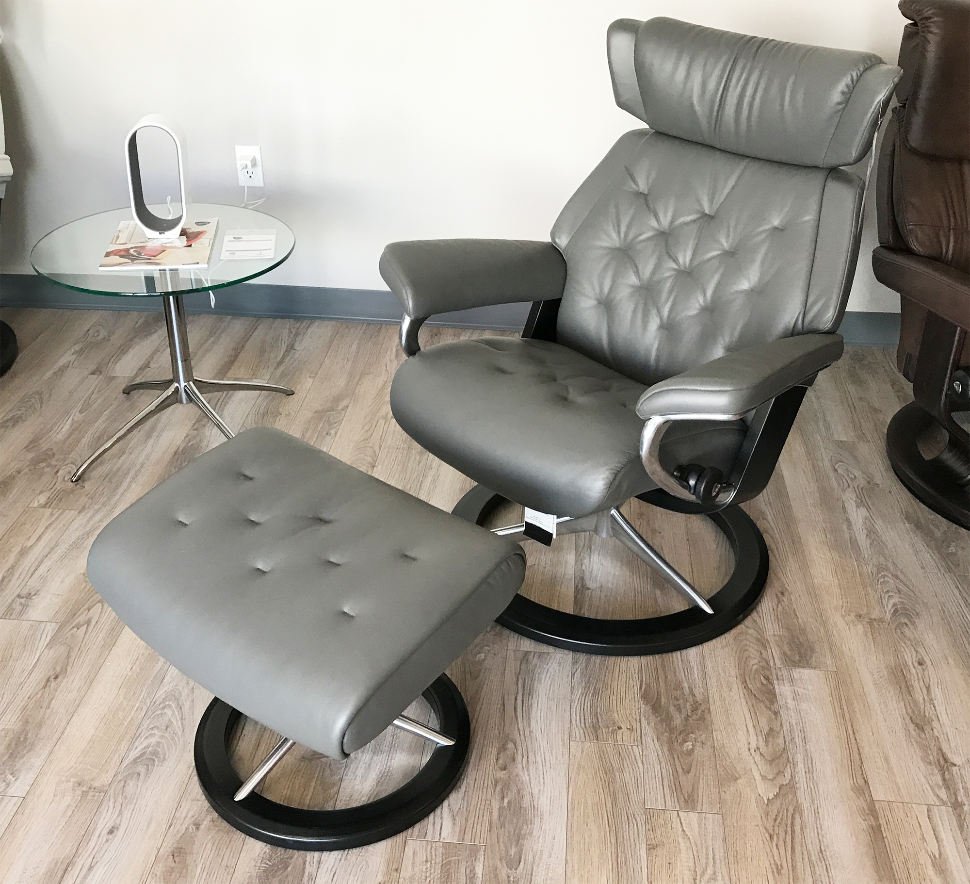 Genial Stressless Skyline Signature Base Paloma Metal Grey Leather Recliner Chair  By Ekornes