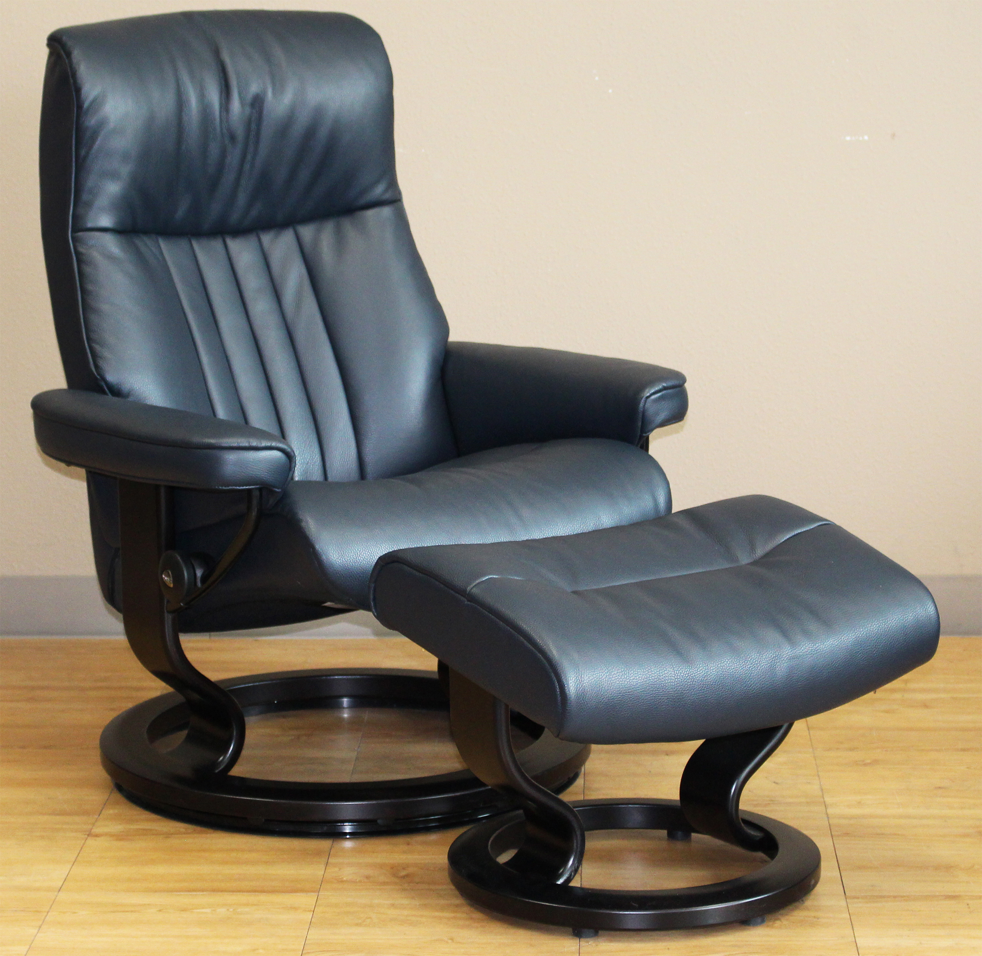 Fabulous Stressless Crown Cori Blue Leather Recliner Chair Bralicious Painted Fabric Chair Ideas Braliciousco