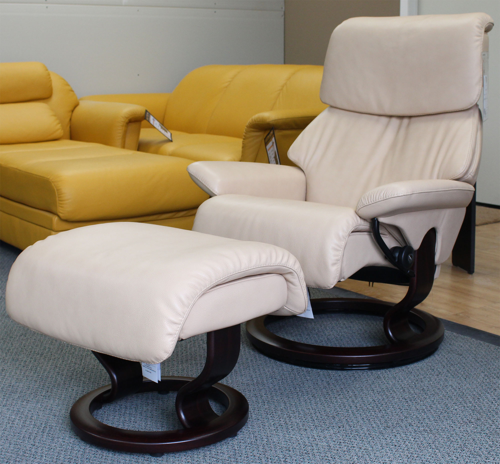 Astounding Stressless Dream Cori Passion Leather Recliner Chair And Ottoman By Ekornes Lamtechconsult Wood Chair Design Ideas Lamtechconsultcom